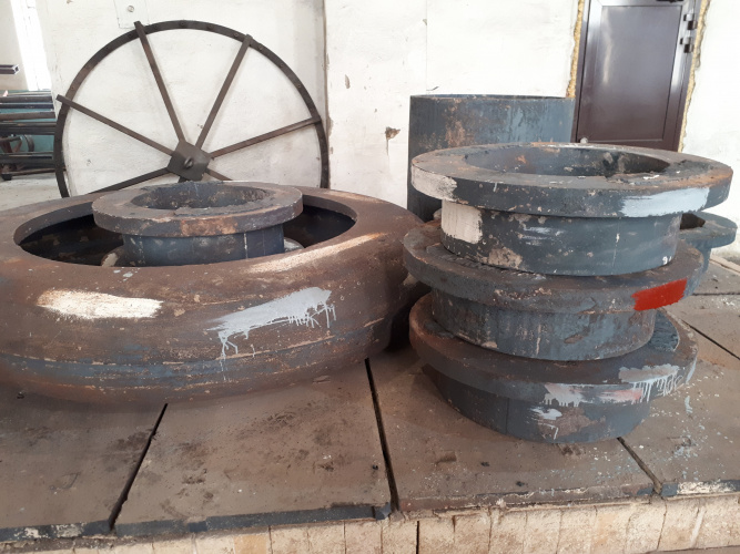 Отливки на поде отжиговой печи, отлитые по технологии ЛГМ и ХТС